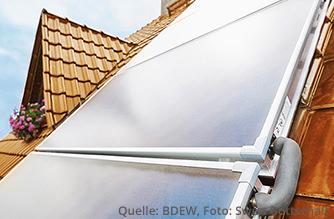 Solarthermie in Kombination mit einer modernen Erdgasheizung sorgen für warmes Wasser und warme Räume (Quelle: BDEW, Foto: Swen Gottschall)