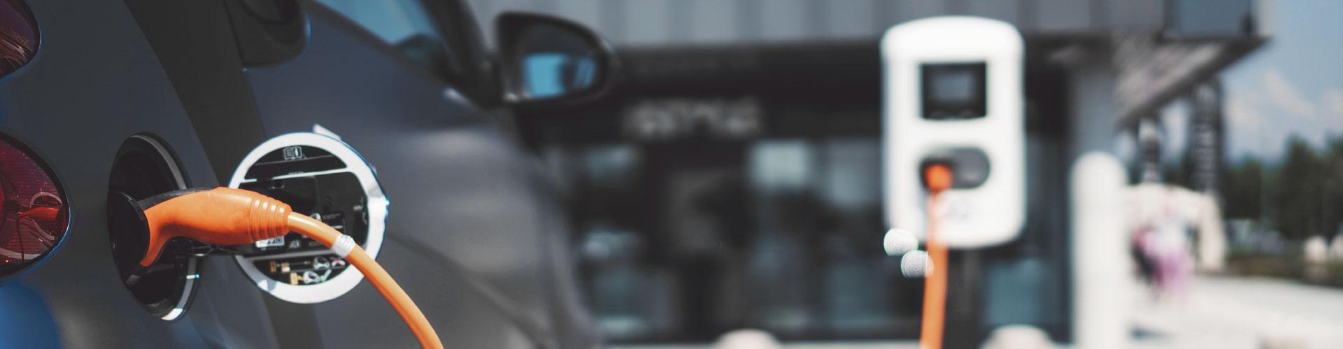 Geschäftliche Elektroautos mit der Wallbox aufladen